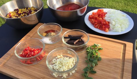 chili con carne aus dem dutch oven bbqlicate bbq blog. Black Bedroom Furniture Sets. Home Design Ideas