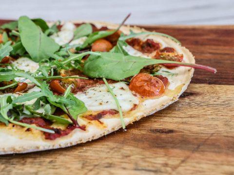 Büffel-Mozzarella-Pizza-vom-Pellet-Smoker-15