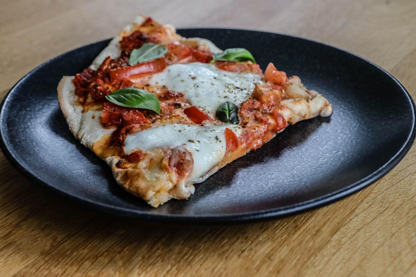 pizza aufsatz f r den gasgrill bbqlicate grill bbq blog. Black Bedroom Furniture Sets. Home Design Ideas