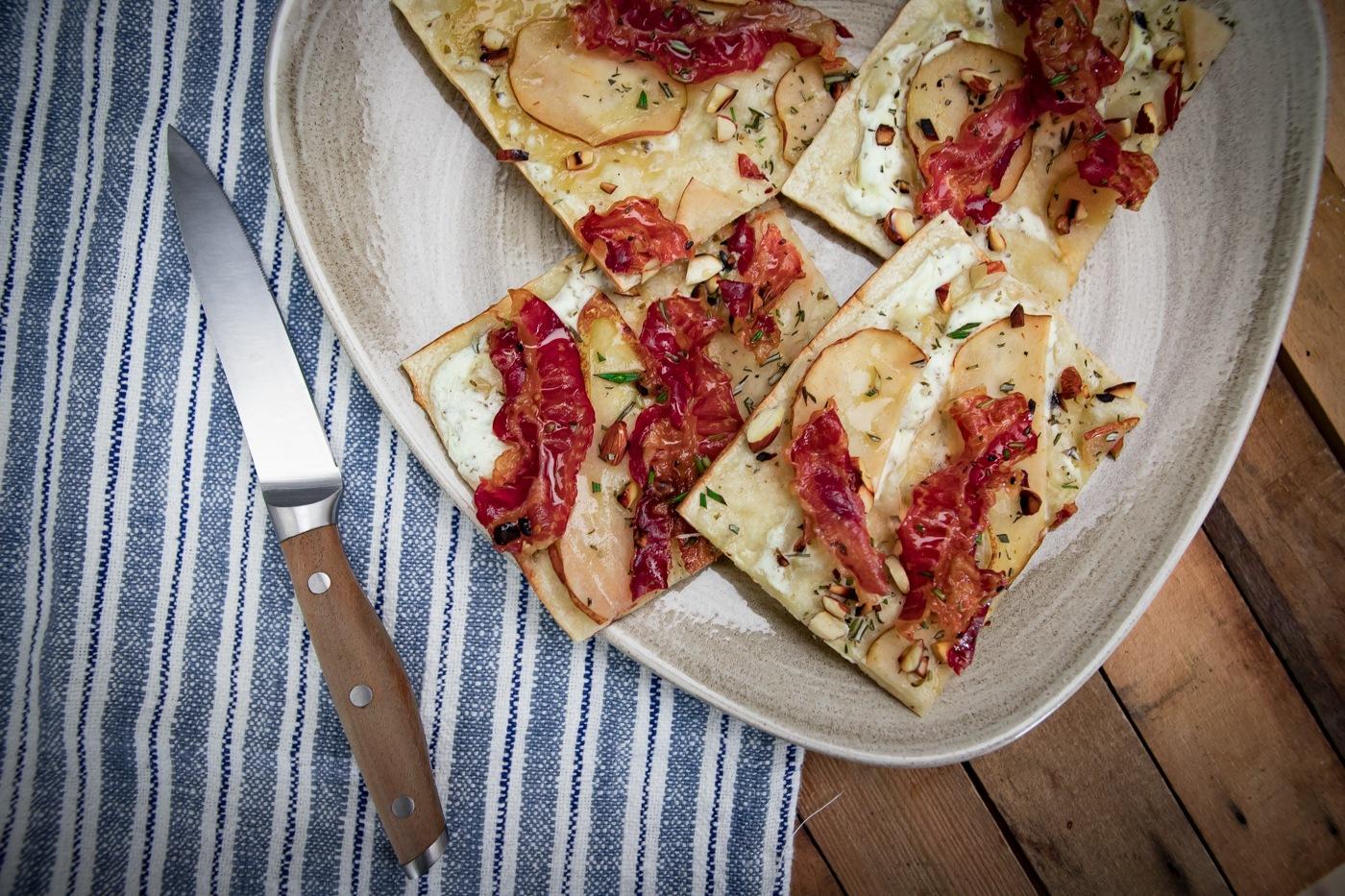 Weber Elektrogrill Pizzastein : Flammkuchen vom weber pulse bbqlicate grill bbq