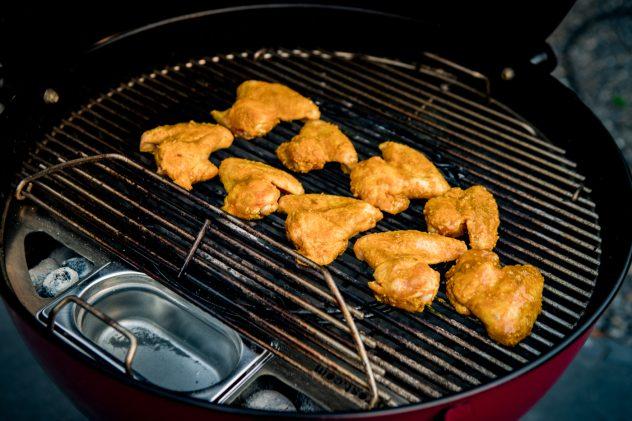 Outdoorküche Klappbar Test : Der kugelsmoker im test grillrost bbqlicate grill